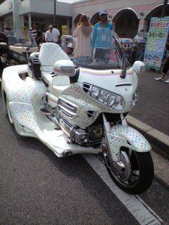 ルイヴィトンの3輪バイク